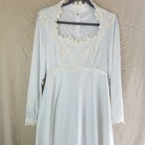 Vintage Long Sleeve Bohemian Wedding Dress Size 10